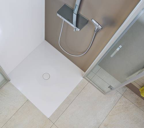 1.Open up the room with a floor-level shower surface