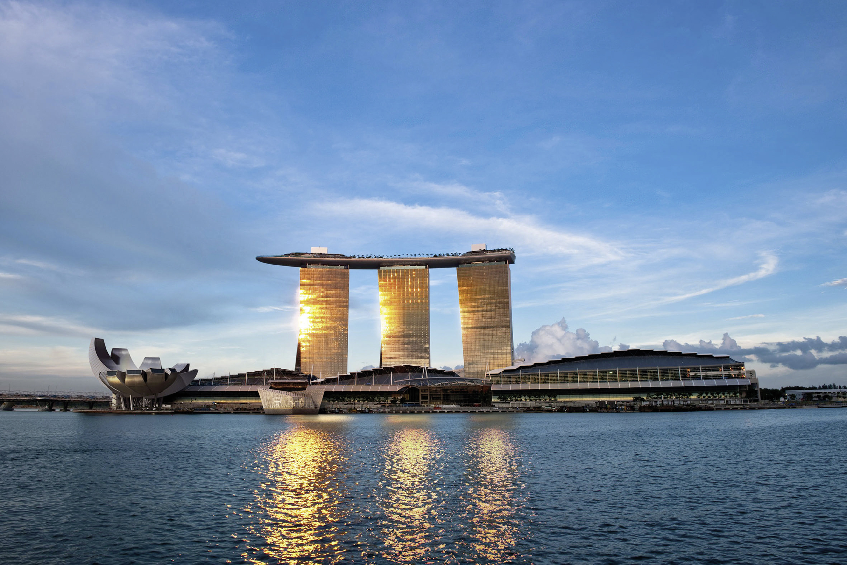 Luxurious bathroom design in the city state singapore for Marina bay sands architecture concept